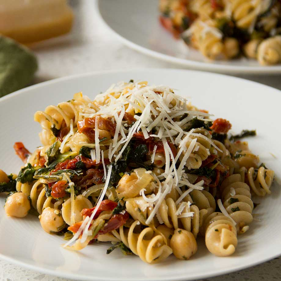 Pantry pasta with kale, chick peas and sun dried tomatoes from Kiwiandbean.com