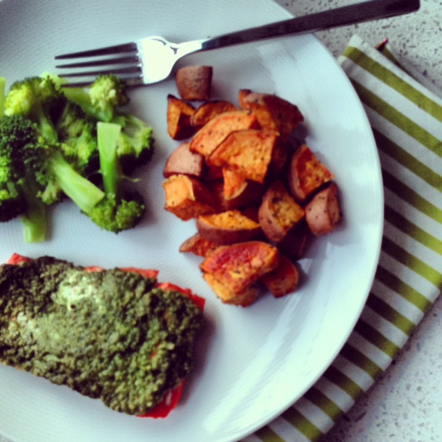 Salmon, sweet potatoes and broccoli