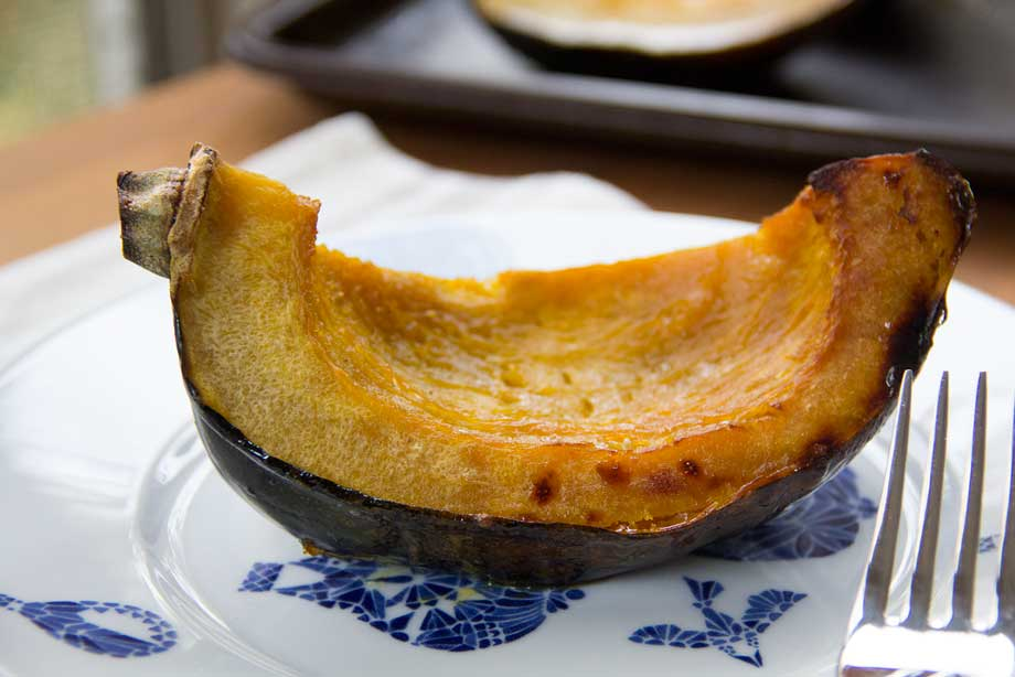 Maple Roasted Acorn Squash Wedges by KiwiandBean.com