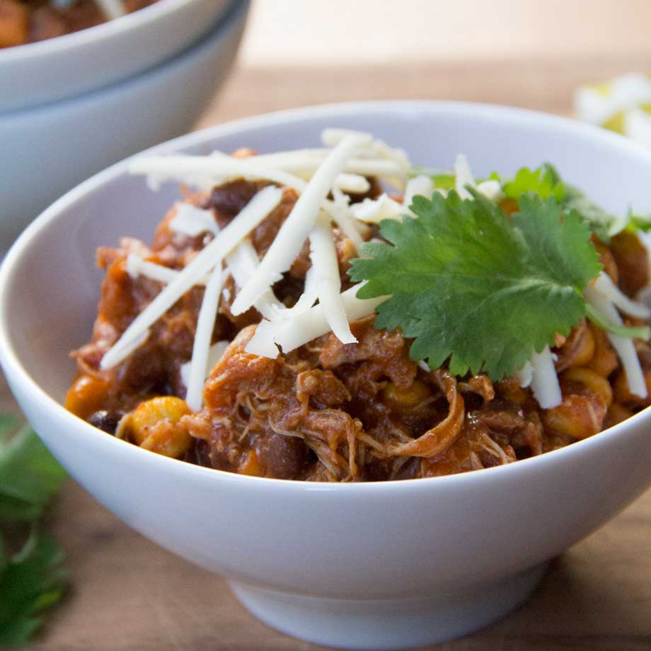 Pulled Chicken Chili by KiwiandBean.com