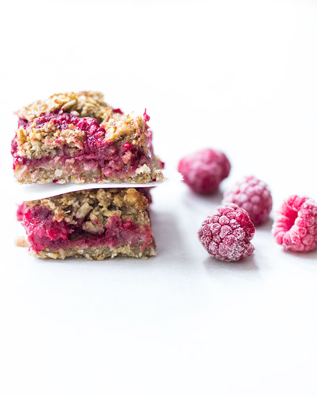 Brain Boosting Banana Berry Breakfast Bars | www.kiwiandbean.com
